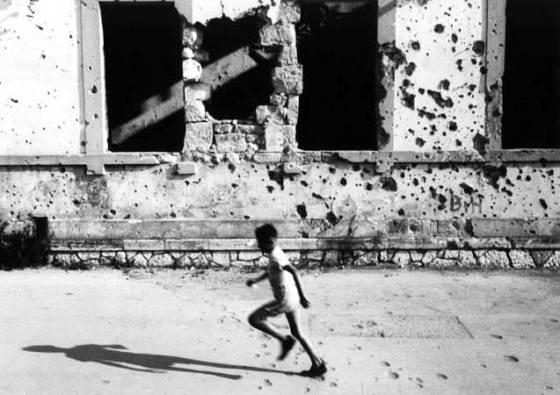 mostar-child-running